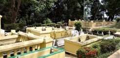 Some of the graves of members of the royal family of Selangor, at the Sultan Abdul Samad Royal Mausoleum. (photo credit : Shah Said ; @ all rights reserved)