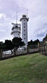The Bukit Jugra lighthouse. The location also serves as the starting point for para- and hang-gliding enthusiasts. (photo credit : Shah Said ; @ all rights reserved)