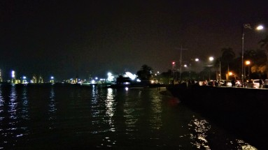 Water's edge at The Esplanade. (photo credit : Shah Said ; @ all rights reserved)