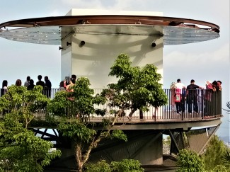 Viewing station at Penang Hill. (photo credit : Shah Said ; @ all rights reserved)