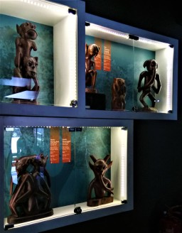 Further exhibits of wood carvings representing spirits of the Orang Asli world. (photo credit : Shah Said ; @ all rights reserved)
