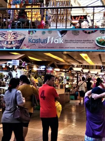 Visitors to the Pasar Seni. (photo credit : Shah Said ; @ all rights reserved)