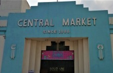 Central Market since 1888 : the original structure of the main entrance is maintained as it is. (photo credit : Shah Said ; @ all rights reserved)