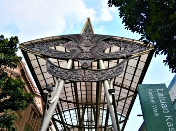 The metallic structure adorning the Walk based on the 'Wau Bulan', a well known kite form from the state of Kelantan. (photo credit : Shah Said ; @ all rights reserved)