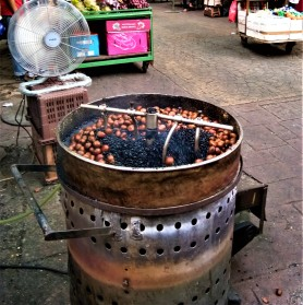 A common sight at Petaling Street. : roasted chestnuts. (photo credit : Shah Said ; @ all rights reserved)