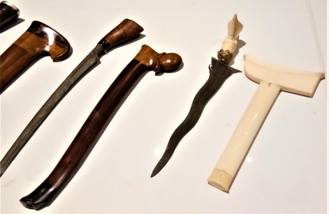 The Keris - the long and the short of i -. Exhibit from The Sultan Abu Bakar Museum, Pekan, Pahang. (photo credit : Shah Said ; @ all rights reserved)