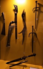 Exhibit from The Sultan Alam Shah Museum, Shah Alam, Selangor : (Top L-R) Parang Lading, Parang, Pedang Alamang, Kelewang, Tekpi (2) ; (Bottom) Lading Terus . (photo credit : Shah Said ; @ all rights reserved)