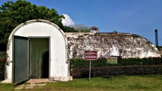 The bunker housing the gunpowder at Fort Cornwallis. (photo credit : Shah Said ; @ all rights reserved)