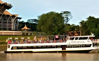 Cruising up and down the waterways. (photo credit : Shah Said ; @ all rights reserved)