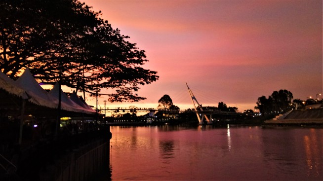 Dusk at the Kuching waterfront (photo credit : Shah Said ; @ all rights reserved)
