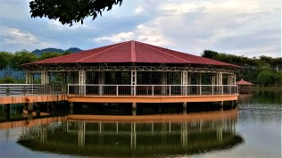 The main gazebo on the lake. (photo credit : Shah Said ; @ all rights reserved)